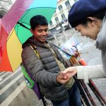 ポンペイ遺跡に入る前に街歩き。お菓子と傘を購入