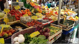 路地裏カッペッラーリ通りからカンポ・デ・フィオーリ広場の市場へ。「インスタばえする下町の台所」は意外に不快ポイント多し