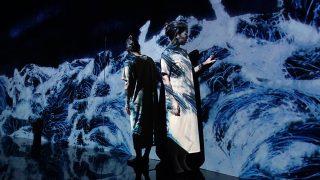 金沢21世紀美術館で個展「チームラボ 永遠の海に浮かぶ無常の花」。自分が作品の一部になる不思議空間